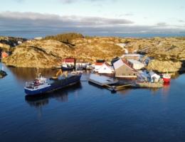 2021-01-17 Røvær Fjordbruk-base-djupvasskai-støypt dekke-Pilato-Ripenes-Etna-drone-John Mikal Torgersen (6)